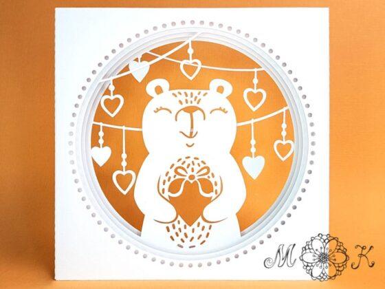 Plotterdatei Valentinskarte Hochezitskarte Bär mit Herz und Herzgirlande