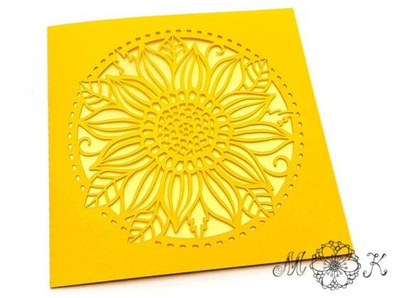 Plotterdatei Faltkarte quadratisch mit Blume - umgesetzt ganz in gelb