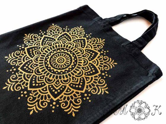 Folienmotiv Mandala mit Strass (Nummer 13) in gold auf schwarzer Baumwolltasche
