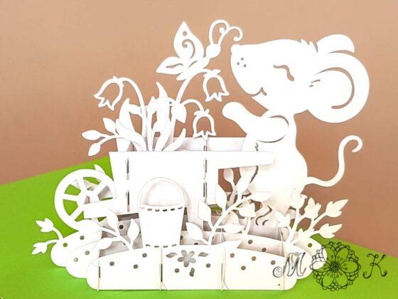Pop-up-Karte Gartenarbeit - Maus mit Schubkarre - offen von vorne
